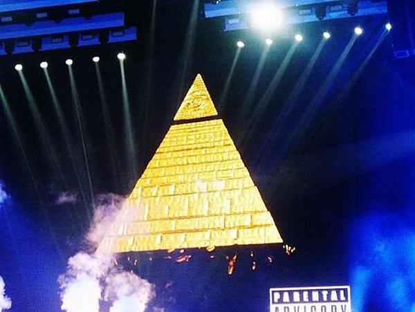 Miley Illuminati
